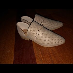 Shoes - Taupe distressed shoe